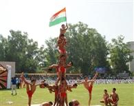 स्वतंत्रता दिवस पर देशभक्ति गीतों पर झूमे बच्चे