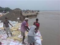 आबादी के इलाके से टकराने लगीं घाघरा की लहरें