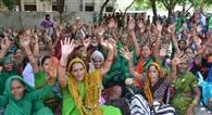 आंगनबाड़ी कार्यकर्ताओं ने दिया धरना