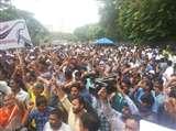एंटरटेनमेंट कर्मचारियों की हड़ताल जारी, विशाल प्रदर्शन