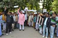 villegers protest