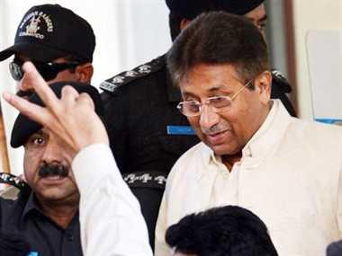 देशद्रोह मामले में पहली बार कोर्ट में पेश हुए मुशर्रफ