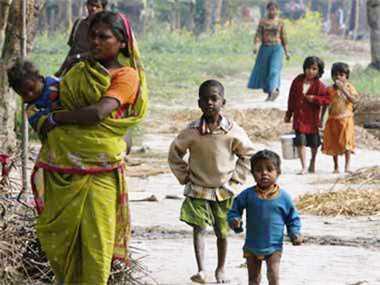 दुनिया के बेहद गरीब लोगों में एक तिहाई भारत में रहते हैं