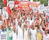 लखनऊ में सरकार के खिलाफ सड़क पर उतरे मीट कारोबारी