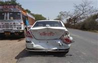 कारों की भिड़ंत में डाक्टर घायल