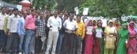 ब्लॉक प्रमुख के खिलाफ अविश्वास प्रस्ताव को डीएम से मिले सदस्य