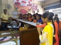 रे में ग्रामीण बैंक ने ग्राहक किए जागरूक