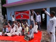 मांगों पर अड़े डाक कर्मी, जारी रही हड़ताल