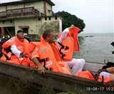 बाढ़पीड़ितों के बीच जाकर योगी बोले, आपदा ने कई वर्षों का रेकार्ड तोड़ा