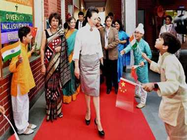 Humming a song, Chinese First Lady charms Indian children