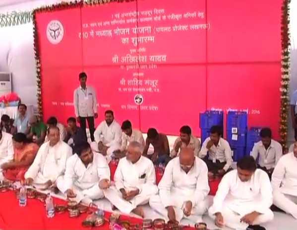 श्रमिक दिवस के मौके पर CM अखिलेश ने किया कैंटीन का उद्घाटन