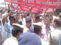 protest by jal nigam workers