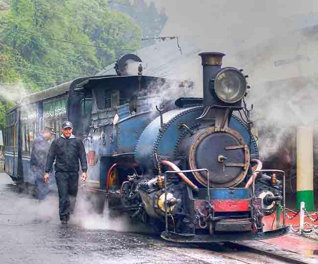 करनी हो छुकछुक की सवारी तो दार्जिलिंग हिमालयन रेलवे घूमने जाएं इस बारी