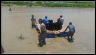 कोसी नदी में पलटी जुगाड़ू नाव
