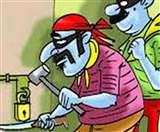 लाखों का सामान छोड़ा, सिगरेट की पेटियां ले उड़े चोर