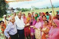 गोमा ने बांटी 150 किसानों को किट