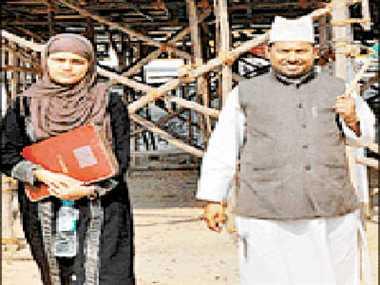 यूपी की हर रैली में नजर आ रहे हैं ये मोदी फैन मुस्लिम दंपती