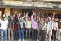 farmers protest for seed