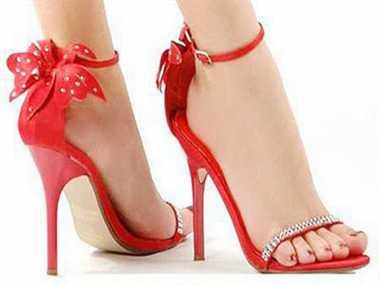 Ladies! High heels bring men to their knees