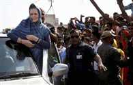 Crop damage: Sonia meets Raj farmers, promises Cong help