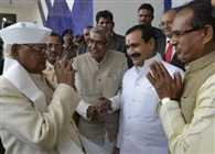 Chief Minister goes to Hospital to meet Governor