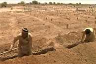 pakistan digs mass graves as heat wave looms