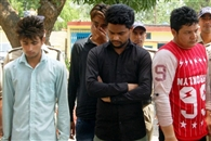 युवती के अश्लील फोटो खींचने वाले युवक गिरफ्तार