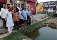 लोगों ने उठाई पानी की सप्लाई नियमित करने की मांग