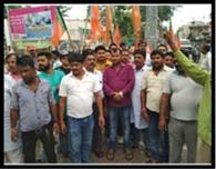 रामनाथ को¨वद की जीत पर फोड़े पटाखे, बांटी मिठाईयां