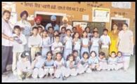 खैराबाद के सरकारी स्कूल के बच्चों को बांटी वर्दियां