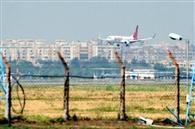 ड्रोन और लेजर लाइट कर रही हैं पायलटो को परेशान