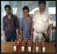 बीस बोतल अंग्रेजी शराब के साथ दो गिरफ्तार