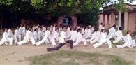 कस्तूरबा की छात्राओं को कराटे का प्रशिक्षण