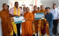 बाढ़ पीडि़तों के सहायतार्थ आगे आए बौद्ध भिक्षु