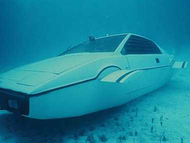 submarine car used in movie james Bond will auctioned soon