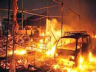 fire at cracker market of faridabad, 5 injurd