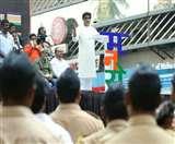 महाराष्ट्र में फिर गुंडागर्दी की 'राज'नीति, MNS कार्यकर्ताओं ने फेरीवालों को पीटा