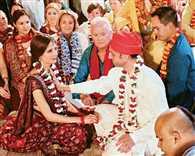 American groom-Australian bride got  married in a memorable Hindu ceremony