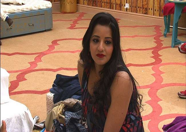 mona says she is ill treated in big boss by contestent
