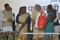 PM Modi will launch a scheme on 1st May to get free gas connection of BPL Families