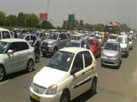 And stopped the Delhi-Gurgaon road, eight kilometers long jam, made by travelers Trahimam