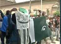 Mirwaiz Umar Farooq's supporters raise Pakistan Flags and Lashkar-e-Taiba flags in Srinagar