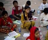 कल्याण समिति बना गरीब बेटियों को बना रहे आत्मनिर्भर