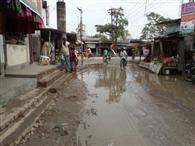 हल्की बरसात में ही चितबड़ागांव बाजार का मुख्य प्रवेश मार्ग हुआ जलमग्न