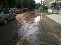 सड़क निर्माण कंपनी की लापरवाही से पानी में बहेंगे 102 करोड़