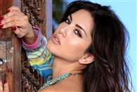Daniel Weber did this shameful act in front of Sunny Leone