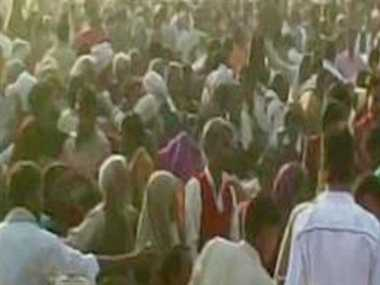 woman dies in blanket distribution programe in badaun