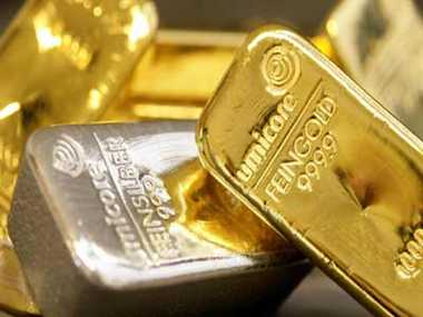 Gold weak, silver recovers