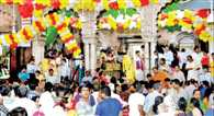 Banke Bihari temple crowded with devotees thronging