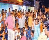 आगरा में हिंदू संगठनों का थाने पर हमला, सीओ को पीटा और पिस्टल लूटी